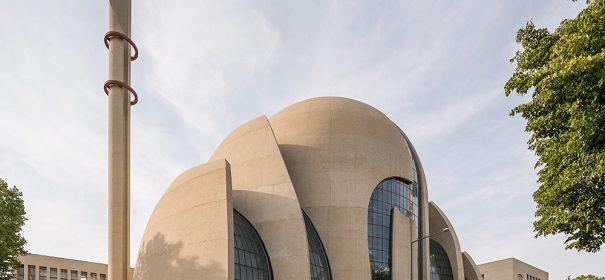 Moscheen Bombendrohung gegen DITIB Zentralmoschee Köln © shutterstock, bearbeitet by iQ.