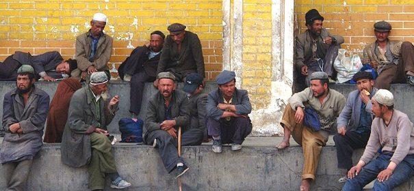 Coronavirus Uiguren, Überwachung © shutterstock bearbeitet by IslamiQ.
