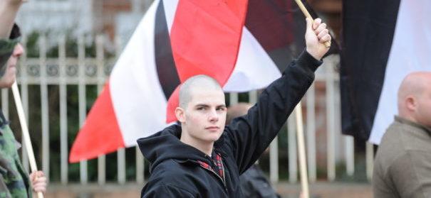 Rechtsextremismus, Reichskriegsflaggen © shutterstock, bearbeitet by iQ
