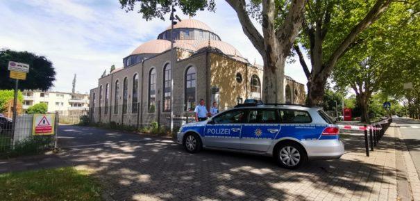 Bombendrohungen gegen Moscheen in Deutschland ©️Facebook, bearbeitet by iQ.