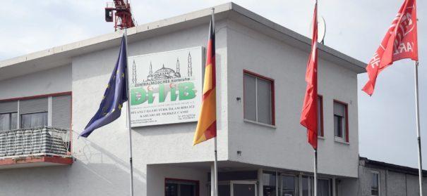 Fahne von Moschee in Karlsruhe verbrannt (c)facebook, bearbeitet by iQ