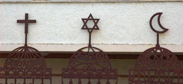 Weltreligionen, Religionsgemeinschaften (c)shutterstock, bearbeitet by iQ