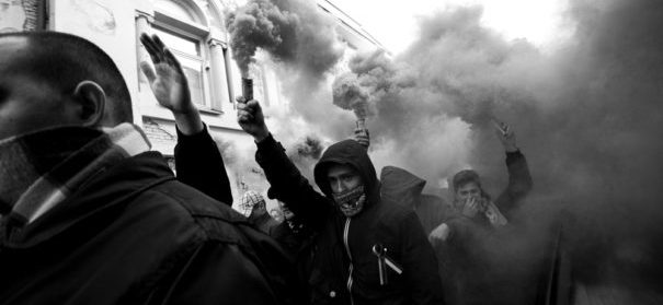 Terrorgefahr von Rechts, Hasskriminalität (c)shutterstock, bearbeitet by iQ