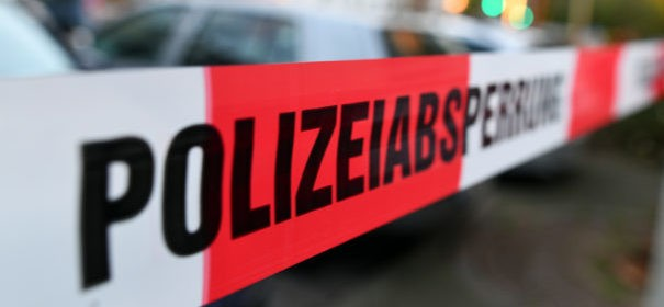 Symbolbild: Straftaten, Anschlag, Attentat, Terroranschlag, Angriff auf Moschee Polizei © shutterstock