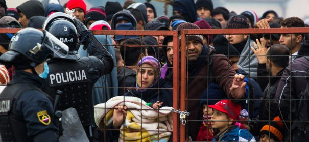 Flüchtlinge © shutterstock, bearbeitet by iQ.