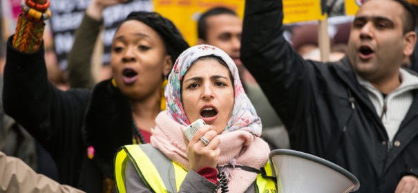 Symbolbild: Demo gegen Islamfeindlichkeit © Shutterstock, bearbeitet by iQ.