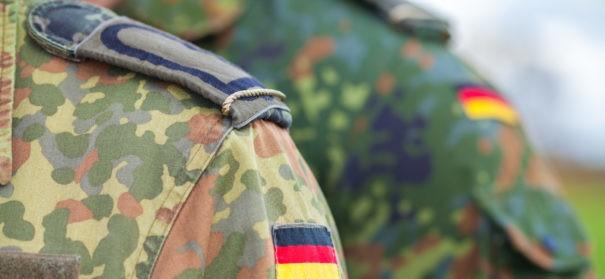 Symbolbild: Militärrabbiner und Militärimam bei der Bundeswehr © Shutterstock, bearbeitet by iQ.