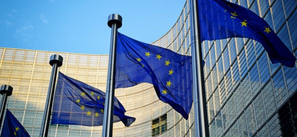 Symbolbild: EU - Gemeinsam gegen Rassismus © Shutterstock, bearbeitet by iQ.