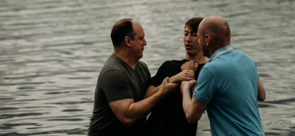 Taufe - Glaubenswechsel © Shutterstock, bearbeitet by iQ.