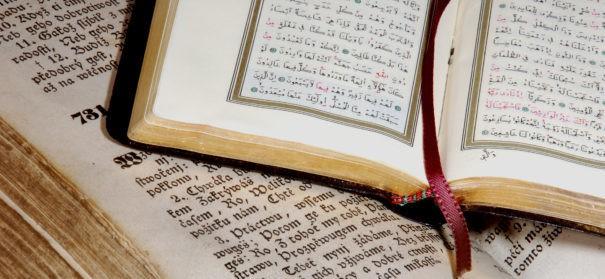 China will Koran und Bibel umschreiben (c)shutterstock, bearbeitet by iQ