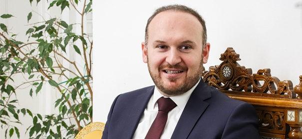 IGGÖ-Präsident Ümit Vural über das österreichische Regierungsprogramm © IGGÖ, bearbeitet by iQ.