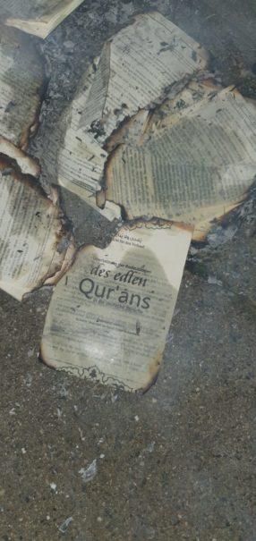 Symbolbild: Koranschändung, Koran in Brand gesetzt.