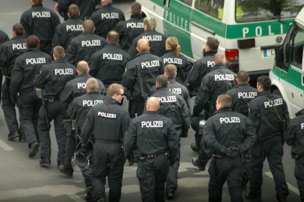Polizeiakademie © Shutterstock, bearbeitet by iQ.