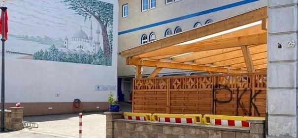 Moschee mit PKK beschmiert