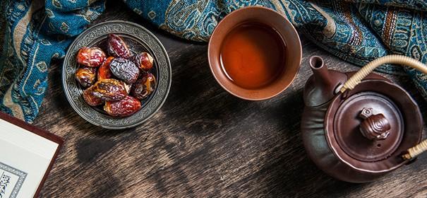 Muslime im Ramadan © Shutterstock, bearbeitet by iQ