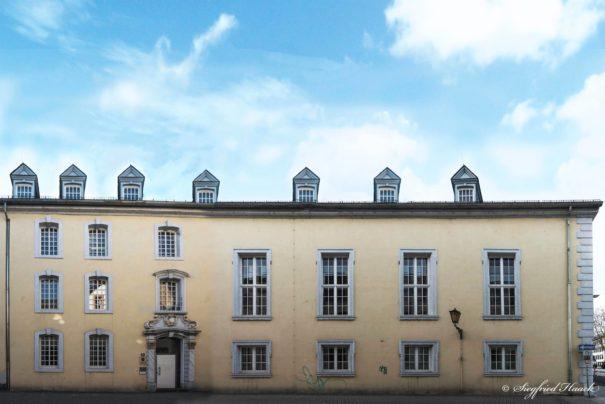 Theologische Fakultät der Universität Trier © Facebook, bearbeitet by iQ