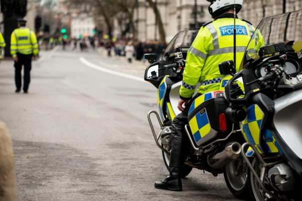 Muslimin in England erschossen © shutterstock, bearbeitet by iQ