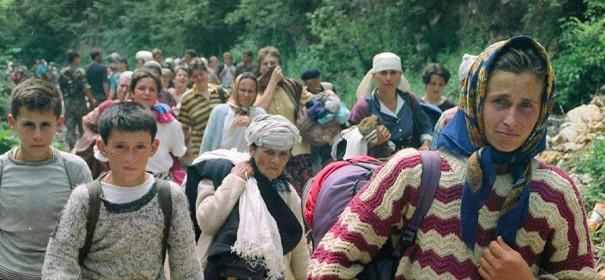 Tausende Bosniaken flüchten aus Bosnien © Anadolu Images, bearbeitet by iQ