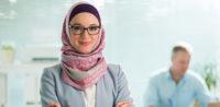Symbolbild: Referendarin mit Kopftuch