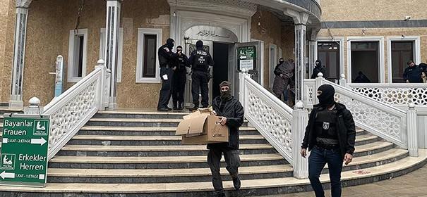 Razzien auf Moscheen