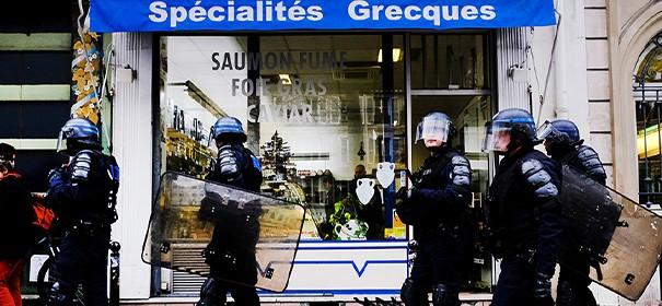 Polizei in Frankreich © shutterstock, bearbeitet by iQ.