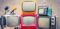 Symbolbild: Formate im TV zum Islam, Rassismus © Shutterstock, bearbeitet by IslamiQ.