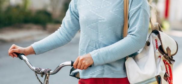 Muslimin auf dem Fahrrad