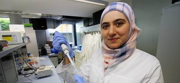 Bioanalytikerin Marwa Malhis von der Hochschule Coburg - Alzheimer und Demenzforschung ©Facebook, bearbeitet by iQ