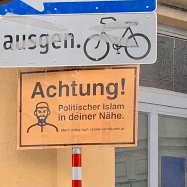 """""""Achtung! Politischer Islam in der Nähe"""" - Rassistische Plakate in Österreich (c)Facebook, bearbeitet by iQ"""