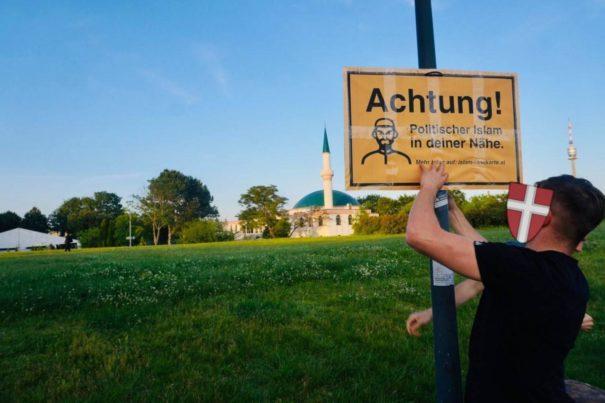 """""""Achtung! Politischer Islam in der Nähe"""" - Rassistische Plakate in Österreich (c)privat, bearbeitet by iQ"""