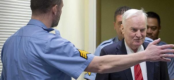 Der ehemalige serbische General Ratko Mladić © Anadolu Images, bearbeitet by iQ.