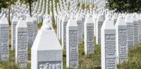 Gedenkstätte in Srebrenica © shutterstock, bearbeitet by iQ