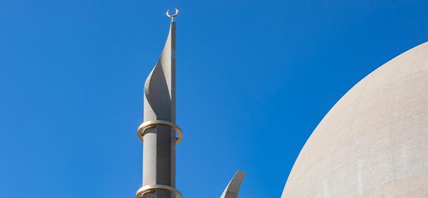 Minarette der Kölner Zentralmoschee © shutterstock, bearbeitet by iQ.